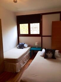 LOVELY DOUBLE/TWIN ROOM, 3 MNT WALK ISLAND GARDENS DLR, 5 MNT BUS CANARY WHARF, NIGHT TUBE, ZONE 2,F