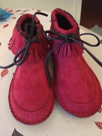 GIRLS / WOMENS RED SUEDETTE FRINGED SIDE-ZIP FLAT BOOTIES - NEW & UNUSED - UK SIZE 5