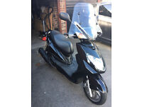 GOOD CONDITION Black Yamaha NXC 125 Cygnus Moped (w/helmet, gloves & 1.8m mommoth chain) 1000 miles