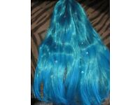LONG BLUE MERMAID TYPE FANCY DRESS WIG WITH STARS ON GREAT FOR HALLOWEEN