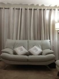 3 seater leather safa ivory very comfy new one forces sale