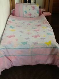 Minnie Mouse Toddler Bed with Deluxe Foam Mattress