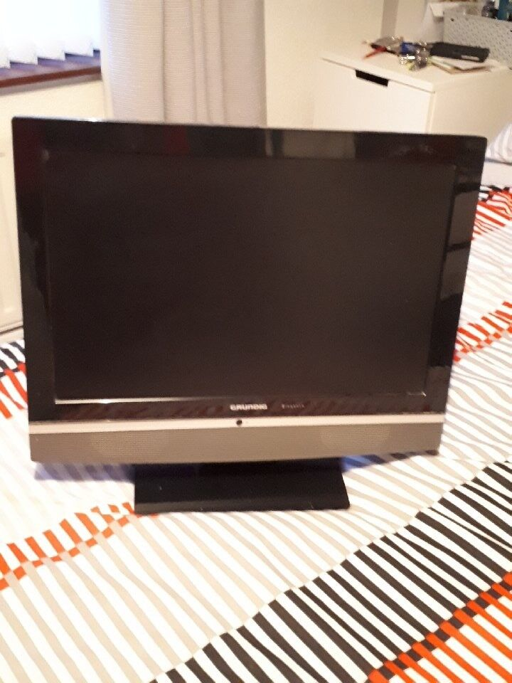 "FOR SALE 19"" GRUNDIG FLATSCREEN WITH BUILT IN DVD"