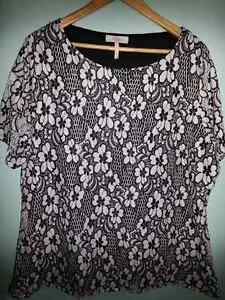 Millers Floral Black & White lace Top Size 20 Kelso Townsville Surrounds Preview