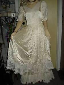 VICTORIAN VINTAGE REENACMENT PERIOD DRESS, WEDDING DRESS, costume Morphett Vale Morphett Vale Area Preview