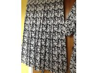 Ladies 2piece dress in Navy and white