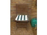 4 Folding Wooden Garden Chairs with Cushions