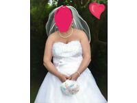 Wedding dress wore for 1 hour on the day top quality