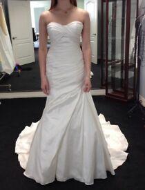 Pronovias Alma Wedding Dress