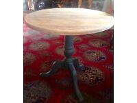 Solid wooden pedestal side table/Lamp table/cafe table