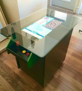 Arcade Cocktail table with Pinball and Pac-Man - Table arcade cocktail - avec pinball et Pac-man
