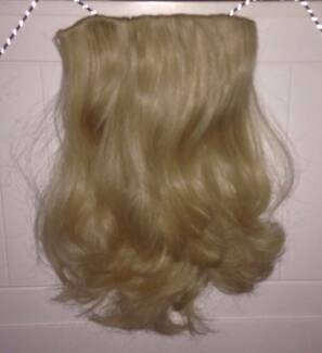 Hair extensions clip in cairns region qld gumtree australia 22 straight clip in hair extensions hairdo hairuwear r22 blonde pmusecretfo Image collections