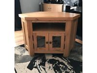 *****Solid heavy oak TV stand in excellent condition*****