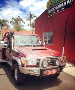 SCRATCH AND DENT IRONMAN 4X4 PROTECTOR BULL BAR 70 SERIES Bungalow Cairns City Preview