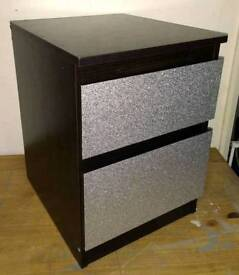 BLACK 2 DRAWER BEDSIDE UNIT DRAWER FRONTS COVERED IN SILVER GLITTER DESIGN