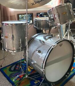 Vintage Drum Set. Great players shape. Funky student line.
