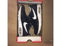 Nike Thavas Unisex size 4 - worn twice - no defects - black & white- comes with box