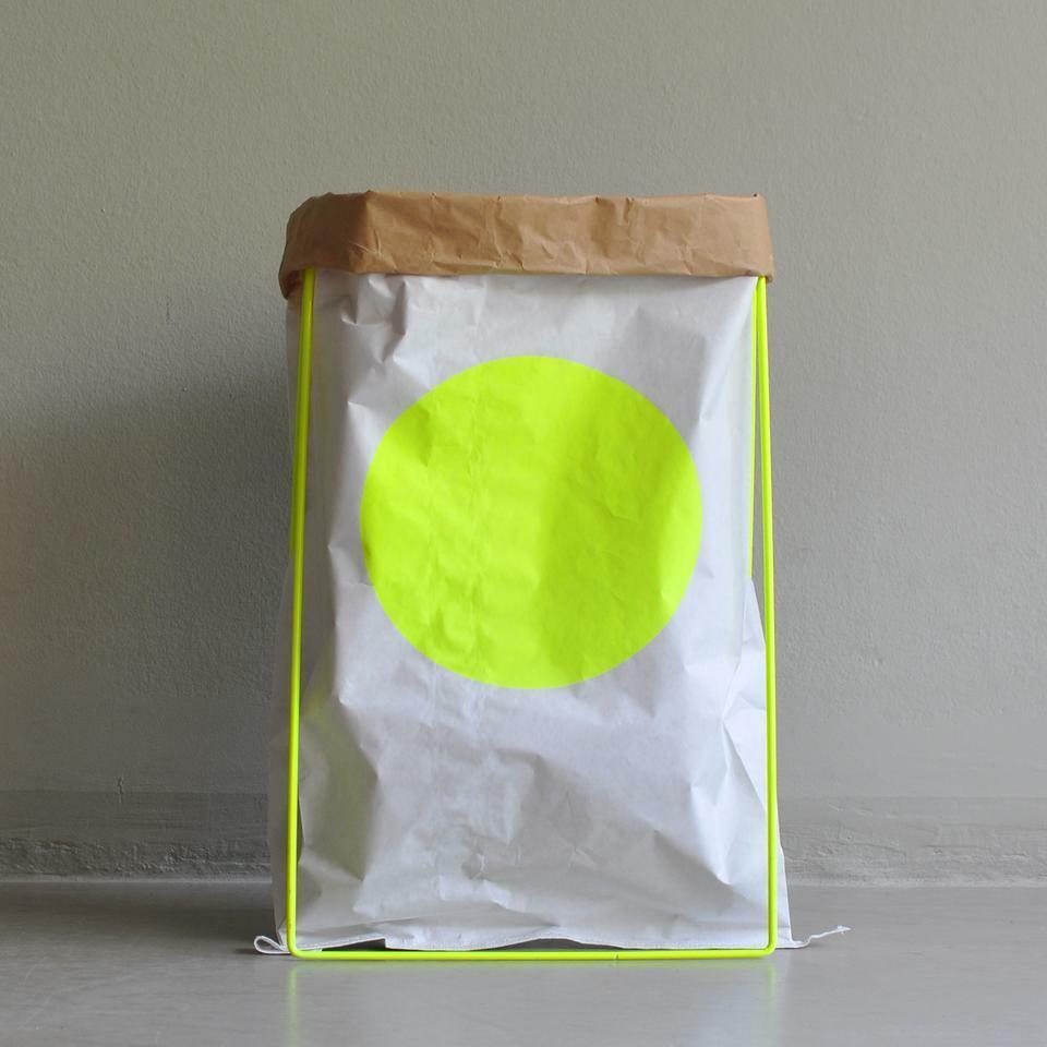 Paperbag YELLOW DOT von Kolor - Der Papiersack für die nachhaltige Aufbewahrung