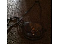 BLACK HAND BAG WITH FRONT BUCKLE