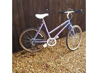( H )Ladies Townsend Gypsy bike Lilac and purple