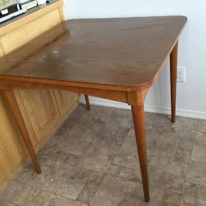 "Nice Compact Vintage 34"" Square Table"