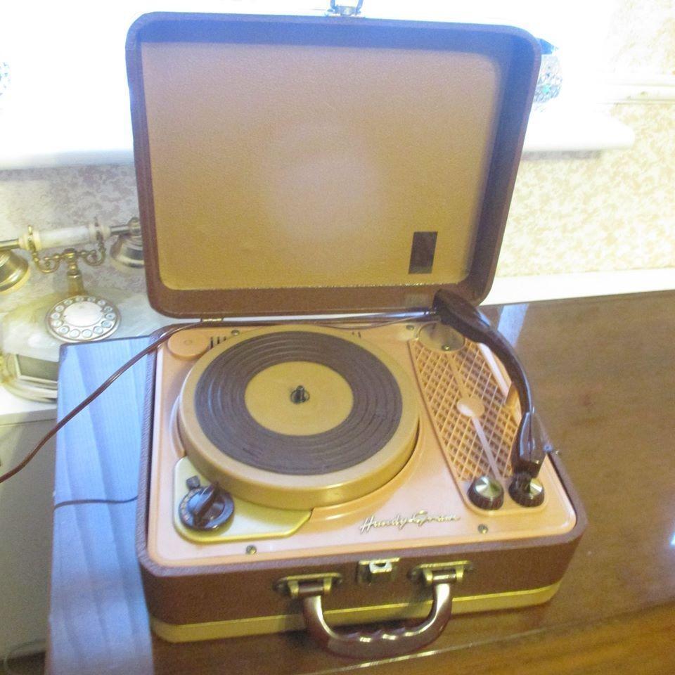 Vintage Regentone Handygram Suitcase Style Record Player