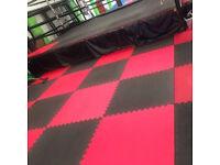 25 x 40mm Standard Jigsaw Mats Red/Black for Fitness, Martial Arts, Karate, Kickboxing, CE certified