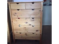Lovely wooden chest of drawers. Used condition.