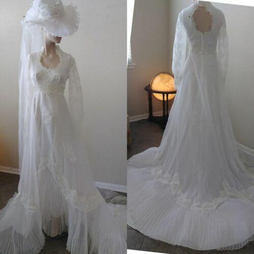Beautiful Vintage white 70s  wedding gown