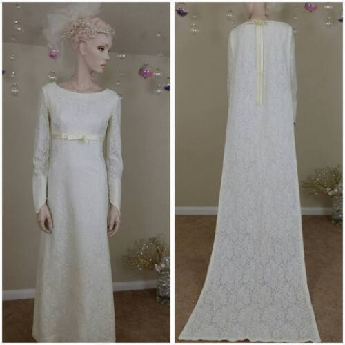 Beautiful Vintage 60s ivory lace wedding gown with train removable