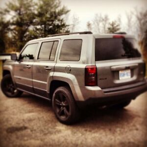 2011 Jeep Patriot North edition, AWD, remote start - TONS extra!