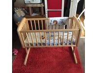 baby crib with bedding