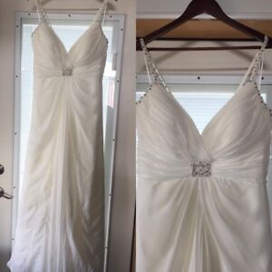 Beautiful Venus Collection wedding gown! 16-18