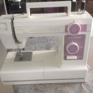 Sewing machine Dolans Bay Sutherland Area Preview