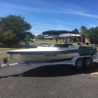 Hallett Scorpion Ski boat