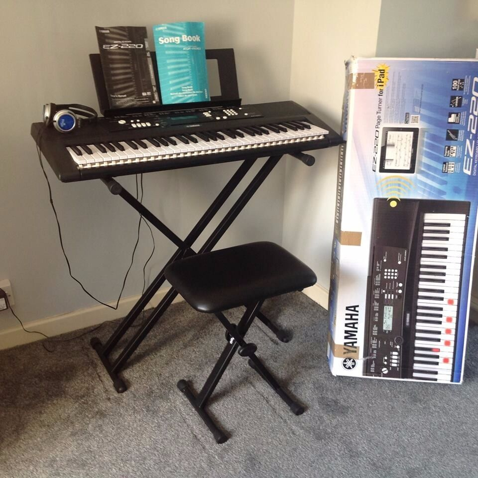 yamaha ez 220 full size keyboard still under warranty used. Black Bedroom Furniture Sets. Home Design Ideas