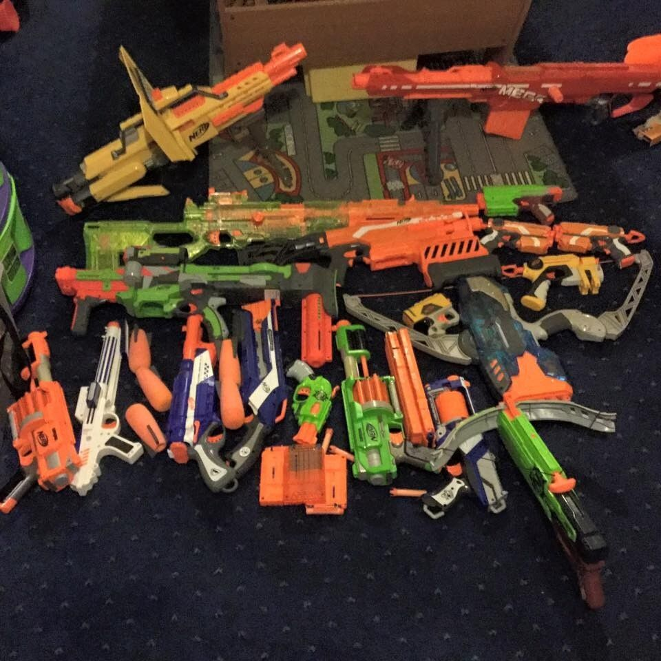 19 assorted Nerf guns,with original accessories, all in immaculate  condition COST NEW APPROX