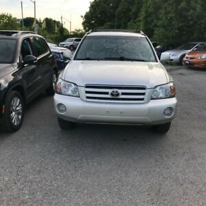 2005 Toyota Highlander 4WD-Super Clean Leather Dealer Maintained
