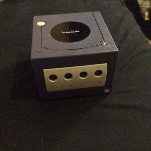 Game cube, 3 controllers, 3 games