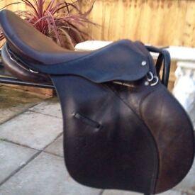 17.5 medium brown huntsman saddle