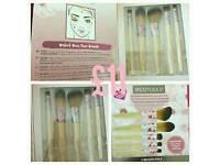 Makeup Brushes/Sets & Nail Polishes