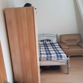 Double Room Avaliable to rent in 3 Bedroom Flat