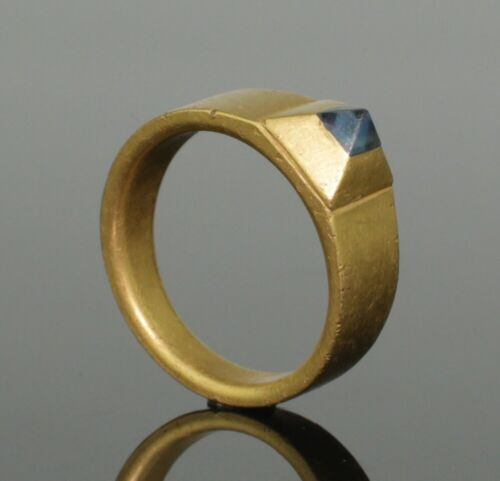 BEAUTIFUL RARE MEDIEVAL GOLD & SAPPHIRE RING - CIRCA 14th-15th Century AD (0988)