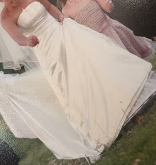 Size 10 wedding dress and veil