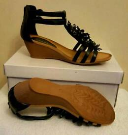 black flower wedge zip sandals