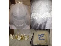 Pretty Trudy Lee Ivory Lace Veil & Ivory and Gold Headdress
