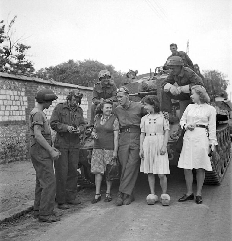 WW2 Photo WWII  French Women  Canadian AA Tank France 1944 World War Two/ 3140