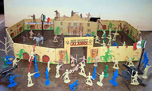 Battle of the Alamo playset by Marx and Classic Toy Soldiers, tin litho fort+++