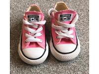 Converse girls size 5 shoes