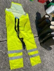 Medium fluorescent wet suit